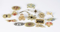 Collection of brooches - 17 pieces []