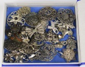 Collection of brooches - 27 pieces []
