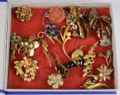 Collection floral brooches - 20 pieces []