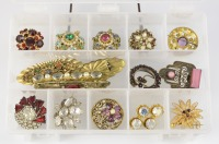 Collection of brooches - 15 pieces []