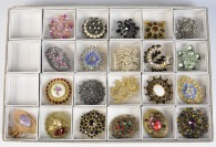 Collection of brooches - 21 pieces []