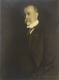 Portrait of Tomáš Garrigue Masaryk with a signature [František Drtikol (1883-1961)]
