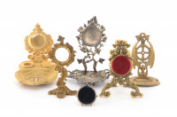 Set of pocket watch stands []