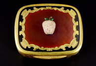 Silver Snuffbox with enamels and diamonds []